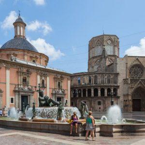 Plaza_de_la_Virgen,_Valencia,_España,_2014-06-30,_DD_163